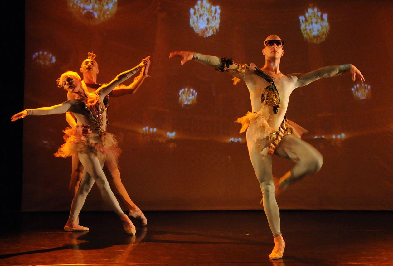 Seikkailu Sukkahousuissa - Tanssiteatteri ERI