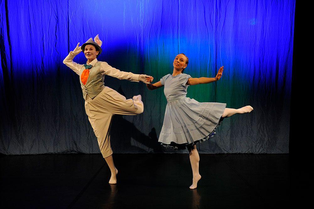 Liisa-Ihmemaassa - Tanssiteatteri ERI