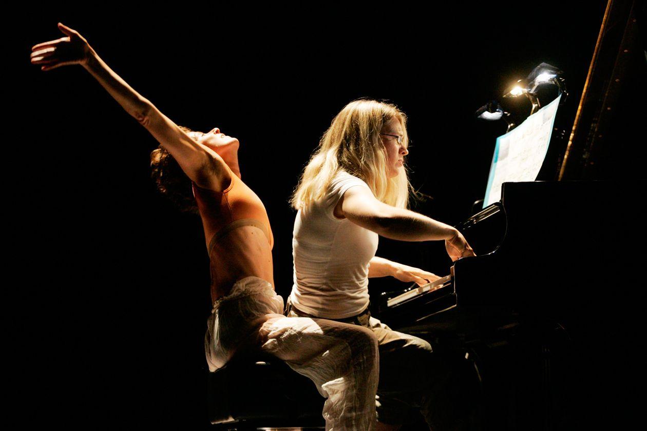 Samassa Kolme Unta - Tanssiteatteri ERI